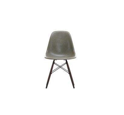 Eames Fiberglass Side Chair DSW Dark Maple - Sedia
