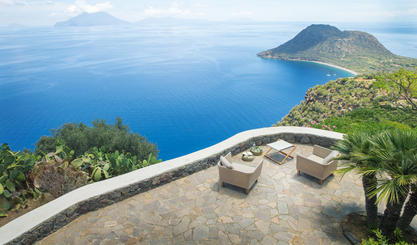 """Paola Lenti discovers Sicily and reveals it in a """"travel diary"""" between colors and enchanting architecture"""