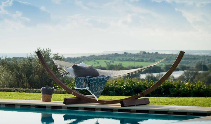 The world in a garden: new ways of living and furnishing, in outdoor spaces