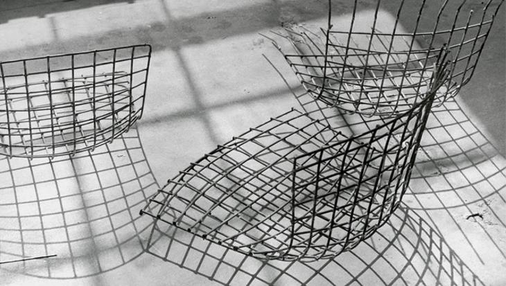 La scocca di una sedia Bertoia