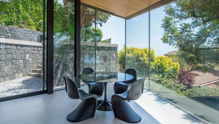 villa-R3-vitra-panton-chair